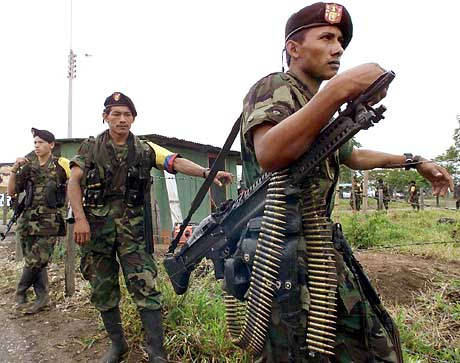 http://www.113radionline.com/especiales/farc-guards-2.jpg