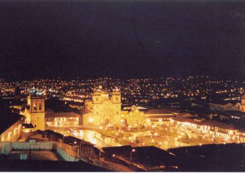 Cusco at Night. Photo by: http://www.coree2009.com/en/noticias/image/20090511024614.jpg